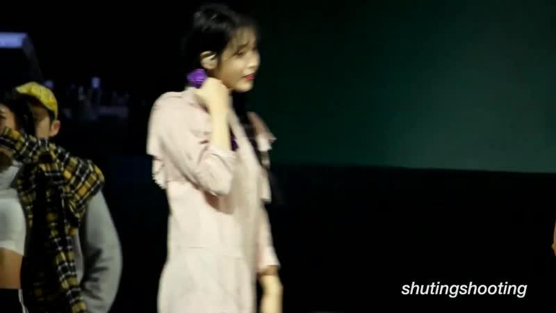 [FANCAM] 191207 @ IU - Merry Christmas in Advance на концерте <LOVE, POEM> в Сингапуре (cr: shutingshooting)