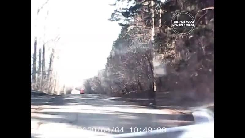 Пьяный таксист врезался в рейсовый автобус во время режима самоизоляции Ижевск 04 04 20