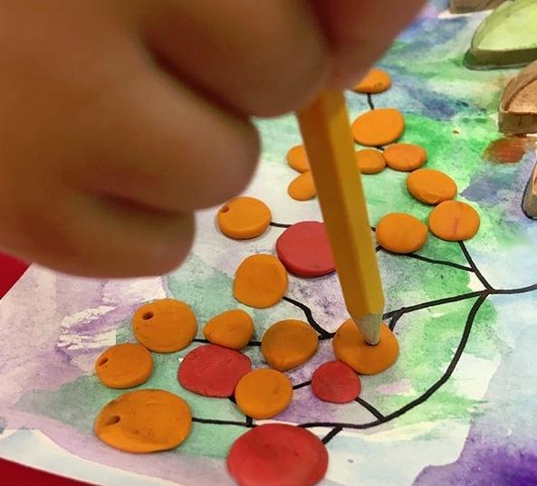ПОДЕЛКИ ИЗ БРОСОВОГО МАТЕРИАЛА. Втулки в дело. Как идеально подходят заготовки из них для рисования с детьми! В данном случае я подготовила для ребят основу для творчества, наклеив на клей ПВА