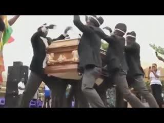 НЕГРЫ Nigers ТАНЦУЮТ DANCE с ГРОБОМ НА ПОХОРОНАХ ТАНЦУЮТ Негры с гробом. NEGERS DANCE WITH THE Coffin ON FUNERAL