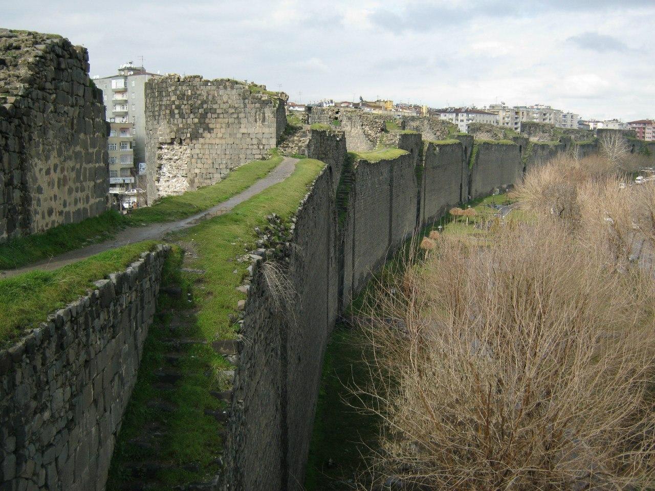 обход крепостной стены Диярбакыра