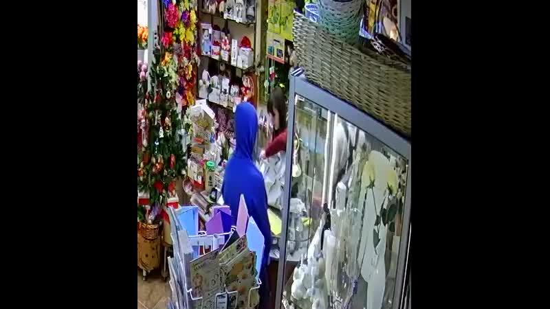 Полиция разыскивает похитителя белых роз
