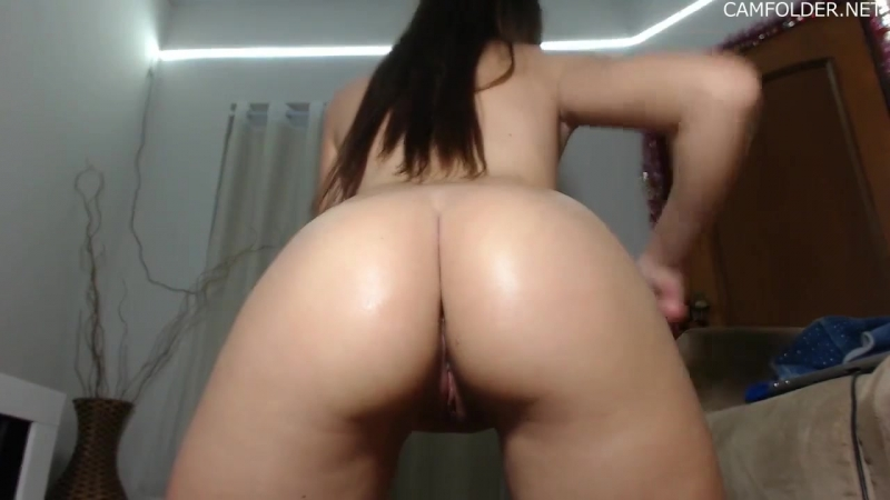 Cute Blonde Plays With Dildos Ass On Cam
