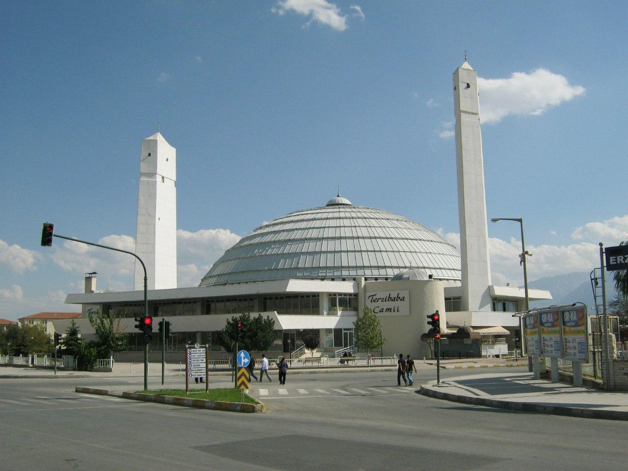 мечеть в необычном модерновом стиле в Эрзинджане