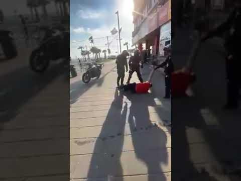 В Бат Яме полицейский шокером сбил с ног распоясавшегося русского