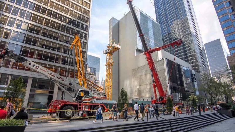 Liebherr - Timelapse of luffing-jib crane 710 HC-L in New York City (MoMa)