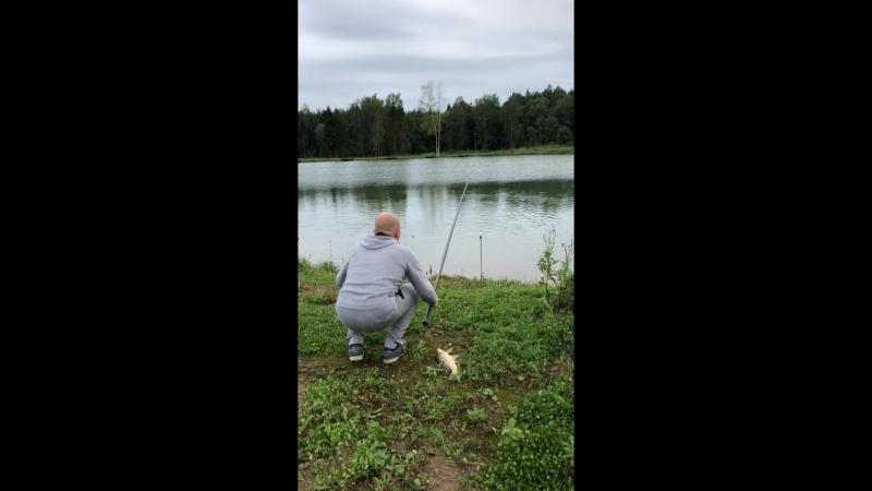 Рыбалка Полечке 2 года 4 мес Лилечке 2мес