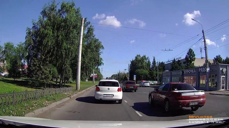 Авария ! Остановка общественного транспорта Лизы Чайкиной в Омске . 15.06.2020 в 925 .