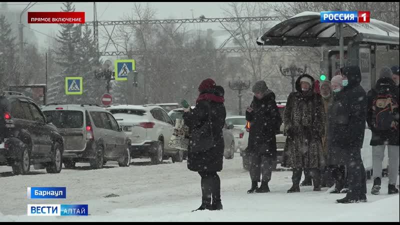 Столица Алтайского края утонула в сугробах
