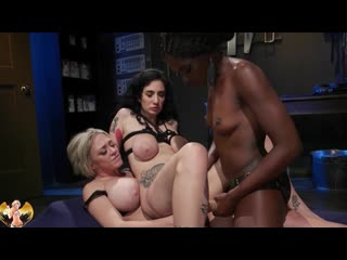 MILF Ana Foxxx And Dee Williams Strap On Dp Arabelle Raphael