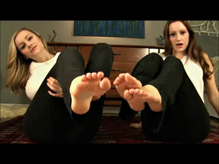 Vikki  Brooke - Ass  Foot JOI Fetish (Русские субтитры)