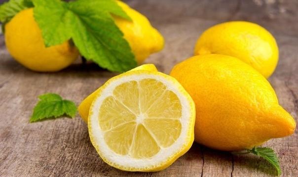 13 СПОСОБОВ ИСПОЛЬЗОВАНИЕ ЛИМОНА 1. Лимоны прекрасно подходят для очищения чайников. Чтобы удалить накипь, нужно налить в чайник воду и насыпать горсть цедры лимона (мелко порубленной). После