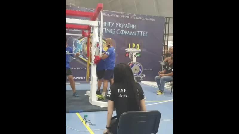 Аркадий Шалоха приседает 300 кг без экипировки