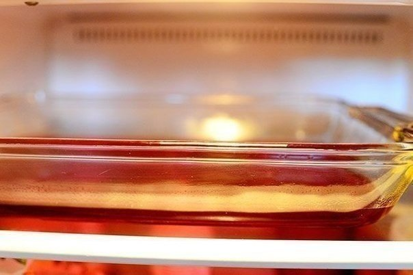 Рецепт приготовления многослойного желе Ингредиенты:3 пачки клубничного или вишневого желе2 пачки желе из киви или лимона (чем ярче тем лучше)2 банки сгущенного молока90 гр. обычного