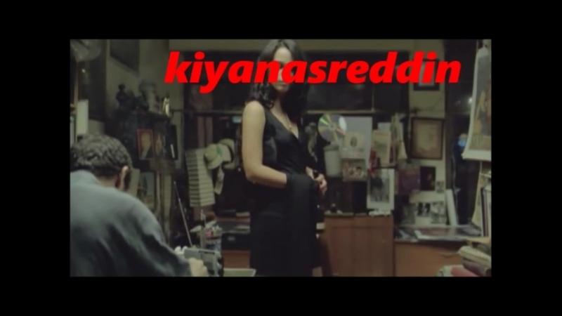 Türk filminde afeti devranTülin Özen Nejat İşler'den şarap karşılığında yemek kitabı alıyor :)