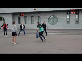 Поиграл с футболисткой и футболистами из Бельгии