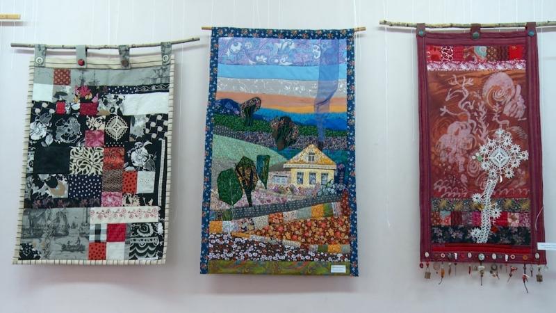 Выставка батика и лоскутного шитья Светланы Андреевой_Выставочный зал