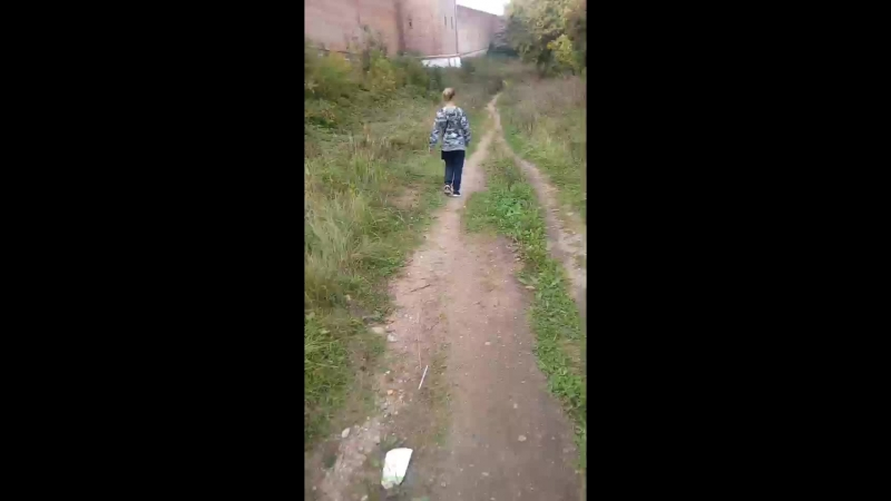 гуляеем возле стены