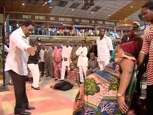 The most amazing faith healing video ever - Pregnancy jiggles shakes after prayer