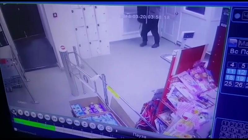 Приезжий мужчина похитил женскую дубленку в Якутске, чтобы согреться