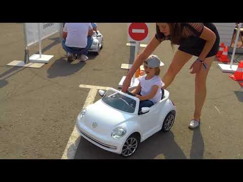 Новое видео для детей. Катя на московском автосалоне у Фольксвагена. У Кати есть водительские права