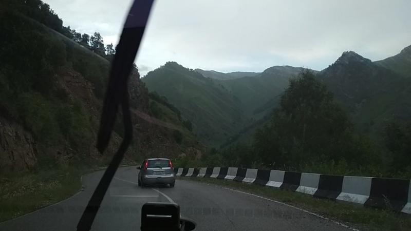 Спуск к перевалу Кичи-Балык (Северный Кавказ)