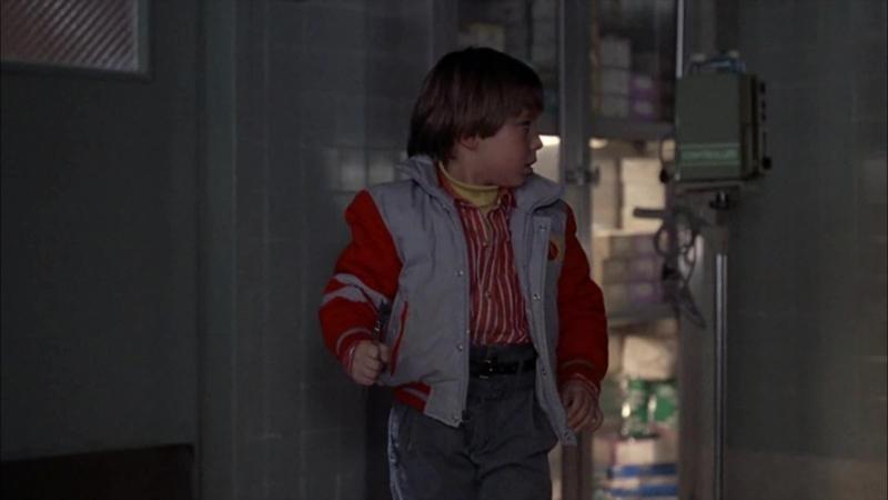 Чаки преследует Энди и убивает врача (Отрывок из фильма Детские игры)