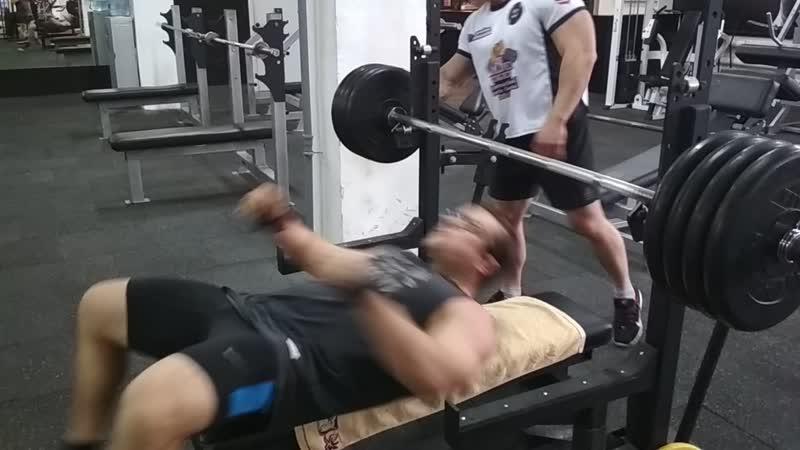 Record GyM Жим на грудь180 кг на 3 раза