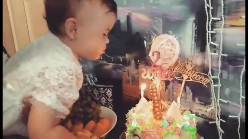 МЫ ТЕБЯ ОБОЖАЕМ!  Нашей крошке ❤️2 годика❤️ 2годикаAmelia  ТЫ наш мир 🌍 👑 09.09.2016г. в Международный День красоты- родилас