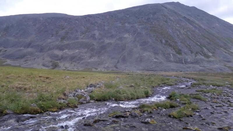Бежит ручей, течёт Уральский ручей...
