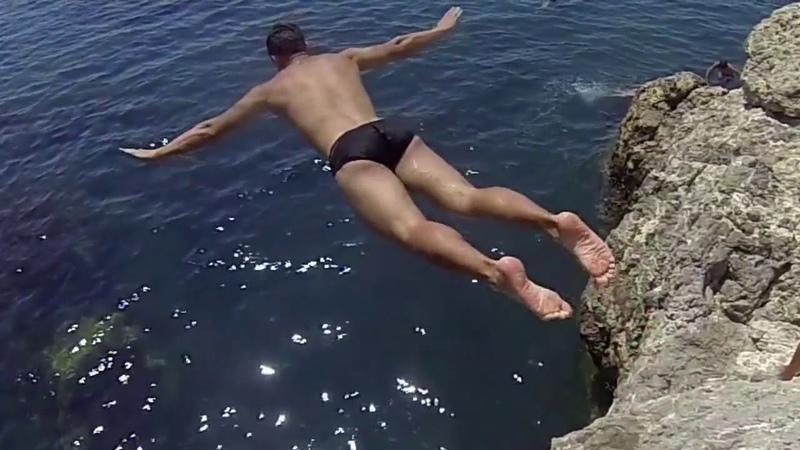 Прыжки в море со скал! Гора Алчак в городе Судак
