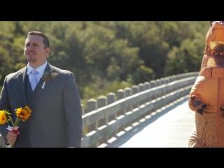 Невеста пришла на свадьбу в костюме динозавра