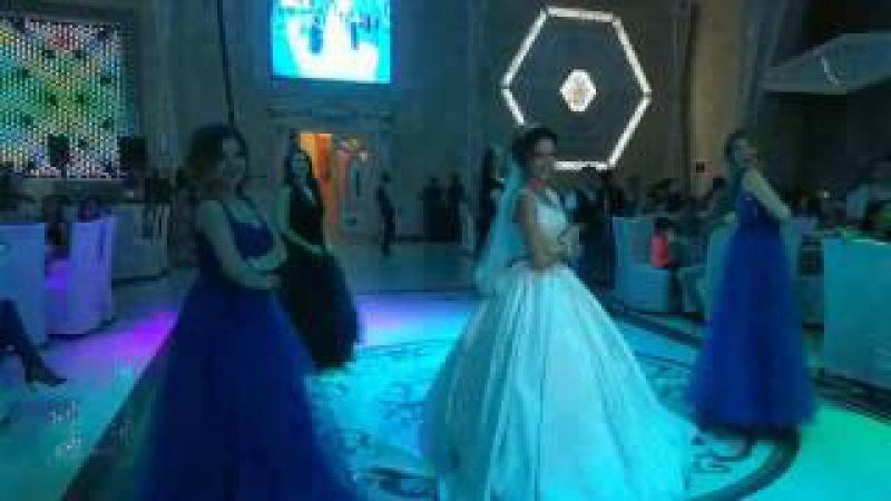 Танец подружек и невесты