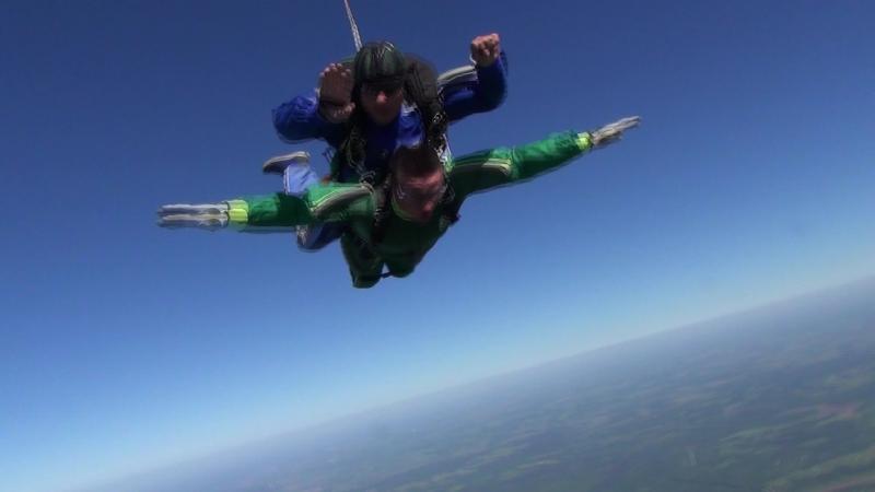 Мой первый прыжок с парашютом!