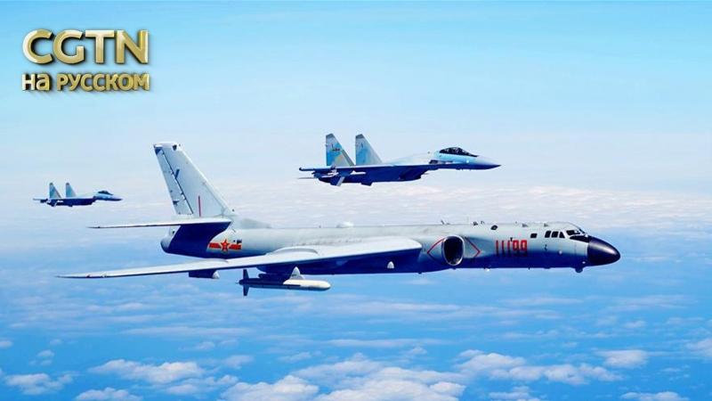 Морское патрулирование китайских военных самолетов. Истребители J-20 и Су-35, бомбардировщики H-6K в небе над островом Тайвань.