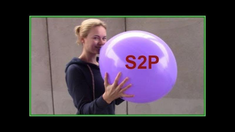 Audrina pustet einen riesigen lila Luftballon auf und macht es sich bequem- Nik Bone Video