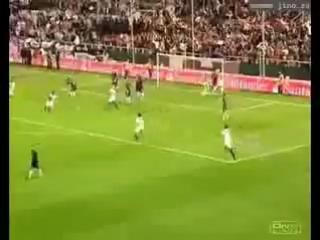 Красивые голы и супер техника Роналдинью (что он творит с перекладиной!!!!)