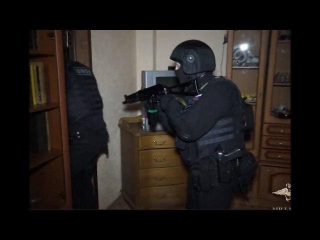 Работает ОМОН задержание мошенников цыган оперативная съёмка