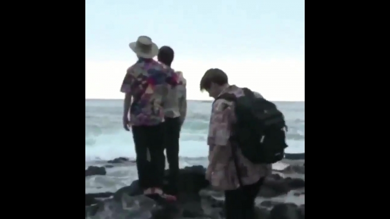 No one - absolutely no one - - the ocean BRUH LOOK WHO AT HAWAII | YN