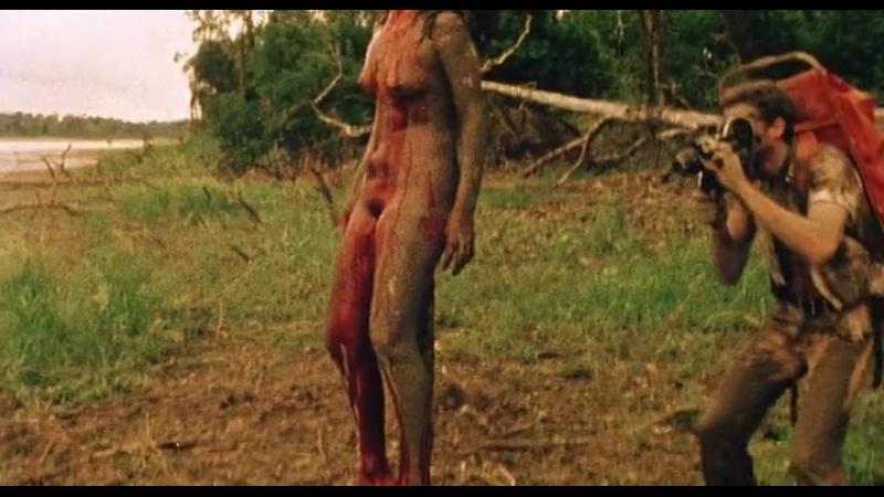 Каннибалы насилуют и убивают девушек изнасилование в кино посадили на кол мертвая голая