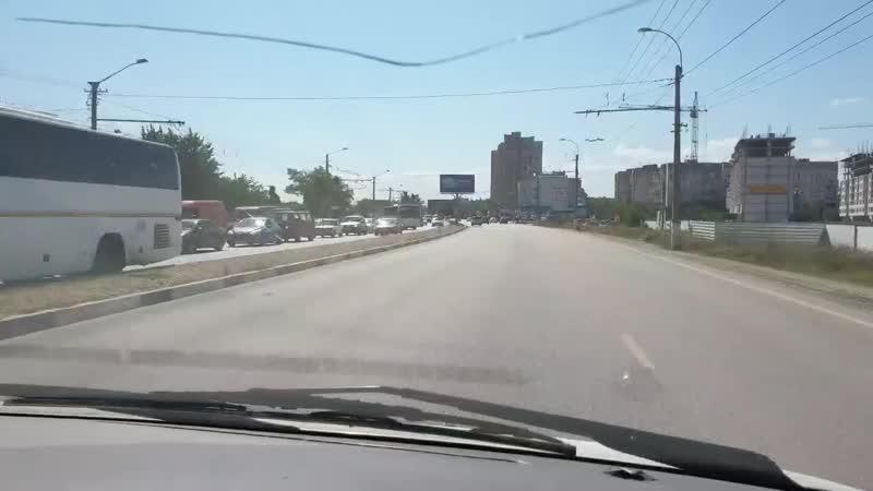 Пробка от ГРЭСа Перед въездом в аэропорт стоят ДэПСы