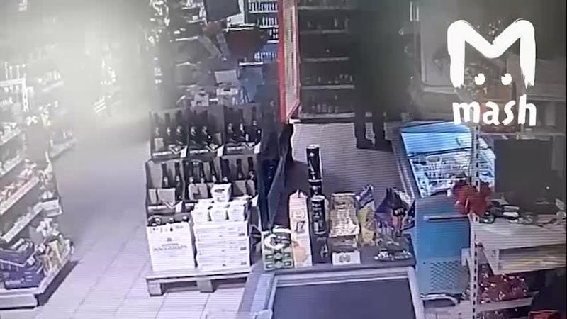 Засветил лицо. Дерзкая кража в подмосковной Пятёрочке попала на видео - Видео ...