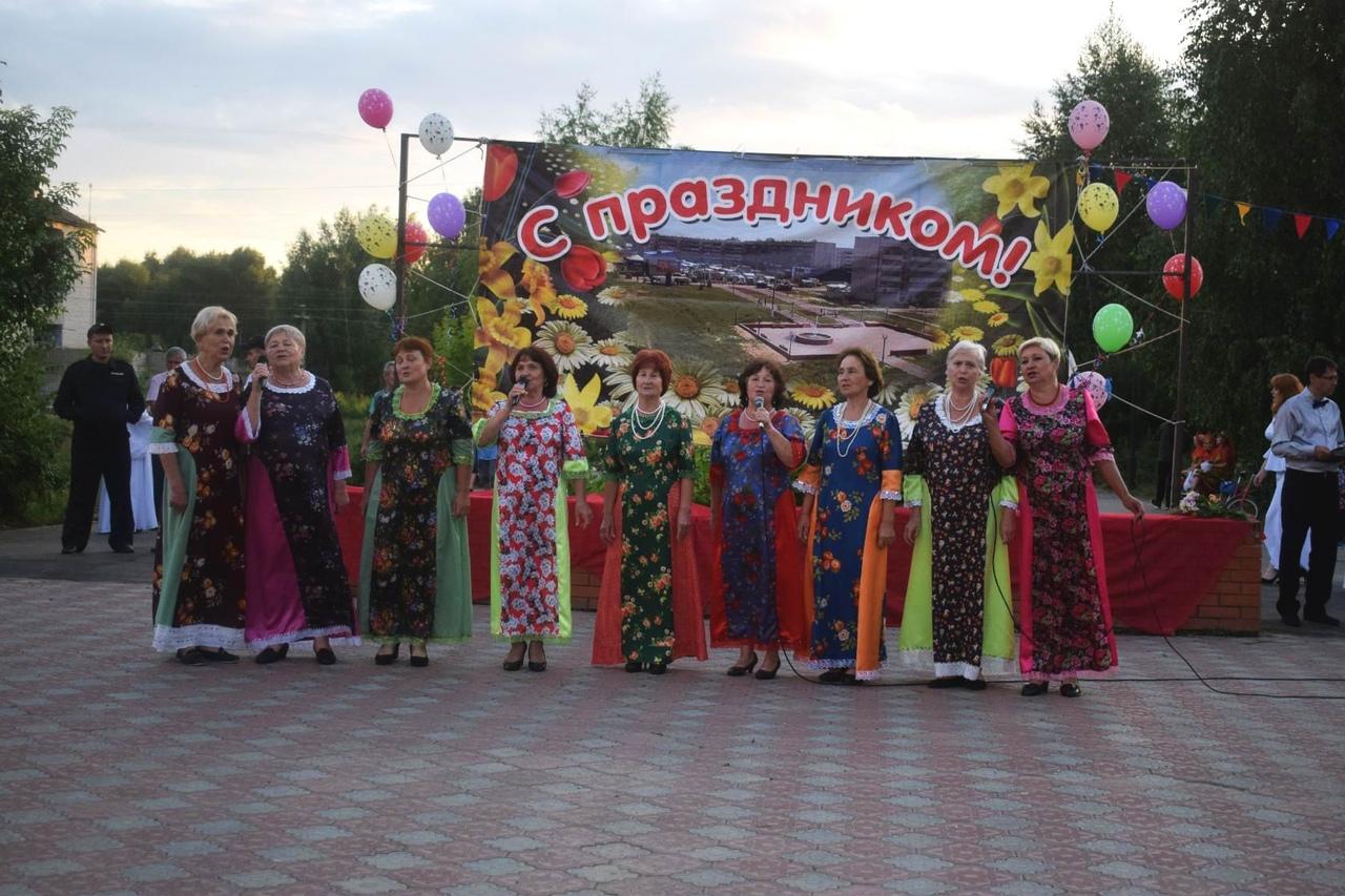 Жители и стар, и млад собрались на День поселка Приволжский