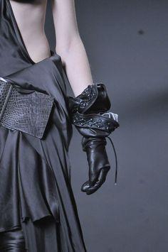 #Couture_в_деталях: экстремальный черный, кожа