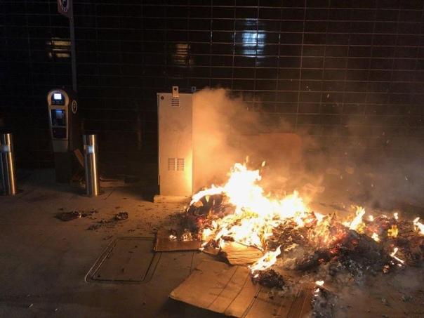 Отморозок поджег бомжа и фотографировал происходящее В городе Глендейл, штат Калифорния, пожарные примчались тушить коробки, под которыми спал бездомный. Во время расследования выяснилось, что