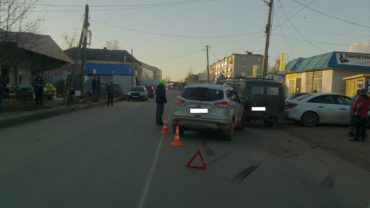 На улице Шевченко в Кимрах 47-летний водитель Форда спровоцировал ДТП
