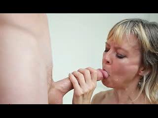 ПОРНО -- ЕЙ 48 -- МАТЬ В ВОЗРАСТЕ СОСЁТ У ВЗРОСЛОГО СЫНА  --инцест -- milf gilf mature sex porn -- FOSTER