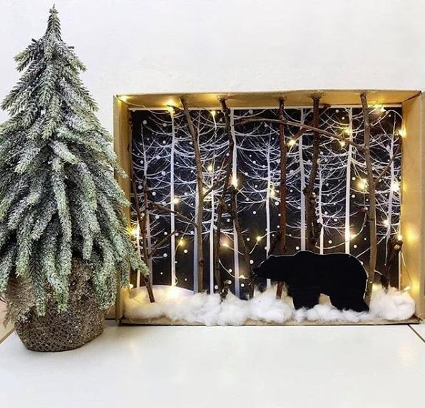 ЗИМНИЕ ПОДЕЛКИ С ДЕТЬМИ Хозяин тайги в зимнем лесу Нам понадобятся: крышка от картонной коробки (или сама коробка, или даже толстая рамка для фотографий); распечатанные картинки с лесом и