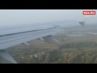 Экипаж самолета Уральских авиалинии об экстреннои посадке в поле