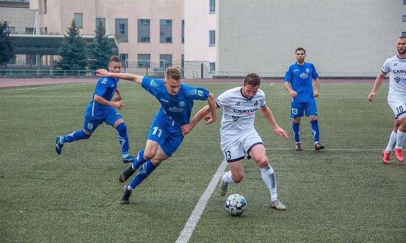 «Волна» и «Крумкачы»: субботнее противостояние на футбольном поле в Пинске